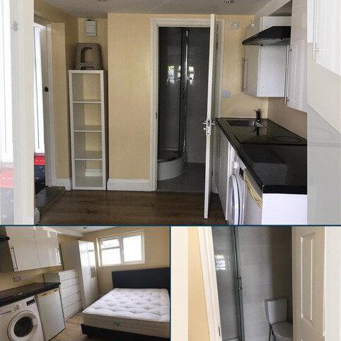 Studio to rent - Pollards Hill, Mitcham CR4