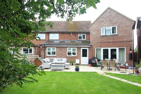 5 bedroom semi-detached house for sale - Priory Avenue, Hungerford RG17