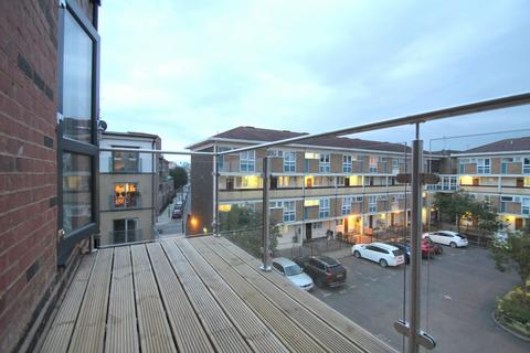3 bedroom flat to rent - LOVELY 3 BEDROOM FLAT/APARTMENT BOW E3 HOUSING BENEFIT ACCEPTED