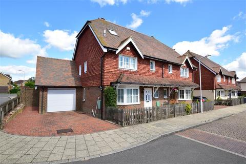 4 bedroom semi-detached house for sale - Plover Road, Hawkinge, Folkestone, Kent
