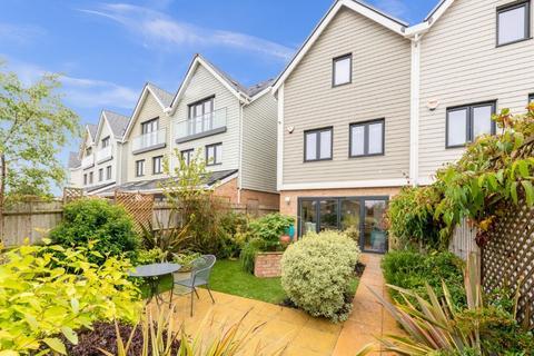3 bedroom semi-detached house for sale - Gatton Park Lane, Brighton, East Sussex, BN1