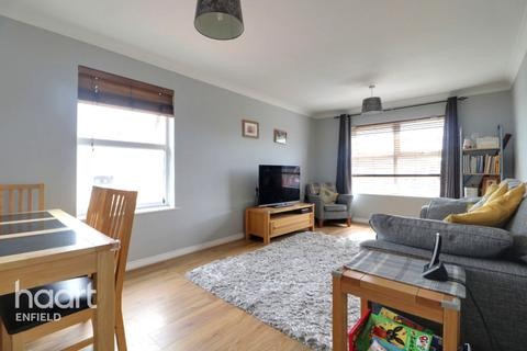 2 bedroom flat for sale - Cobham Close, Enfield