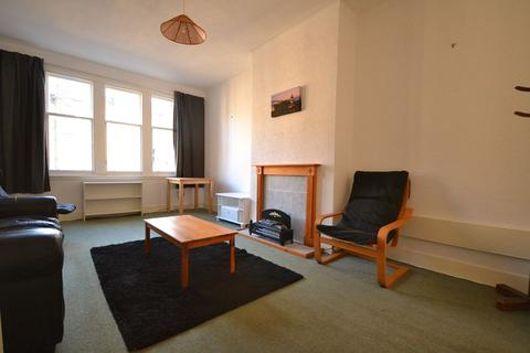 3 bedroom flat to rent - Learmonth Park, Edinburgh       Available 8th July