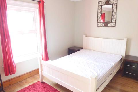 4 bedroom house share to rent - Alpine Street, Reading