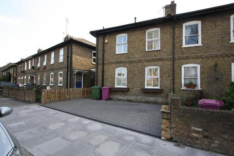 3 bedroom end of terrace house to rent - East Ferry Road, London, E14 3AY