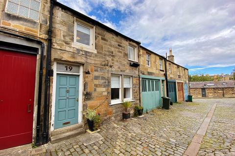 3 bedroom mews for sale - 19 Royal Terrace Mews, Calton, Edinburgh EH7 5BZ