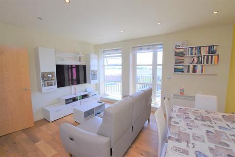 2 bedroom flat for sale - Freshwater Road, Dagenham, RM8