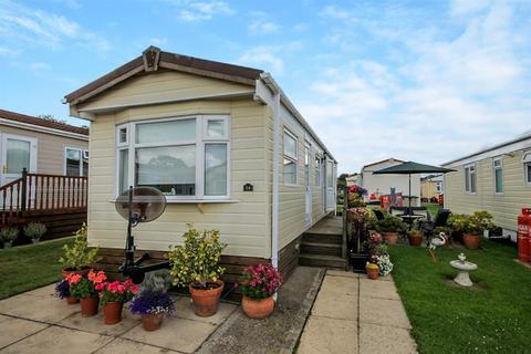 2 bedroom park home for sale - Fourth Avenue Shaws Trailer Park, Knaresborough Road, Harrogate, HG2 7NH