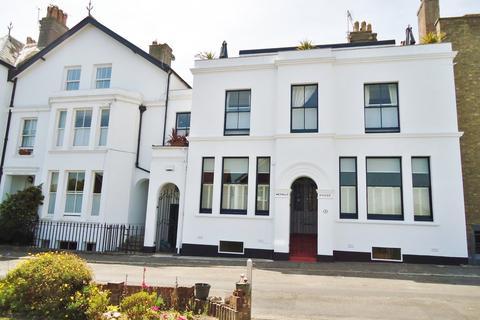 5 bedroom terraced house for sale - Walmer Castle Road, Walmer