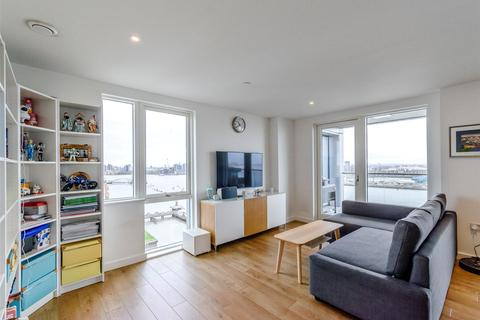 3 bedroom flat to rent - Bessemer Place, London, SE10