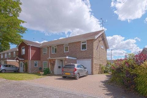 4 bedroom semi-detached house to rent - Treesmill Drive, Maidenhead