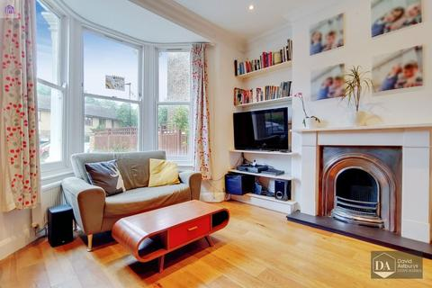 2 bedroom apartment - Courtauld Road, Archway N19