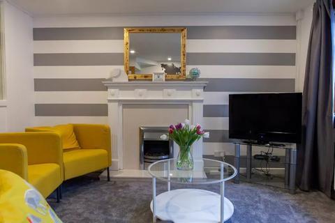 2 bedroom flat to rent - Dumbiedykes Road, Holyrood, Edinburgh, EH8 8AR
