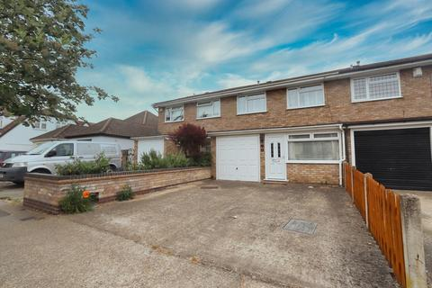 4 bedroom terraced house for sale - Forest Road, Romford, RM7
