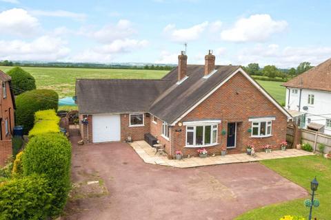2 bedroom bungalow for sale - Grove Lane, Great Kimble, Aylesbury, Buckinghamshire, HP17