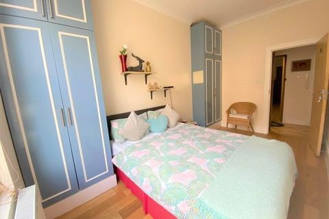 1 bedroom house share to rent - North End Road, London,
