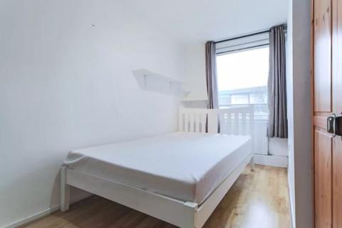 4 bedroom house share to rent - Double Room to Rent in Share House Stoughton Close, London