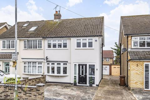 3 bedroom semi-detached house for sale - Oxford Avenue, Hornchurch, RM11