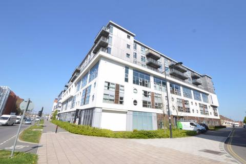 1 bedroom flat to rent - Paramount Building, Town Centre