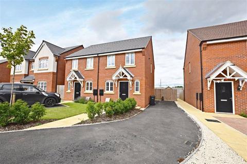 2 bedroom semi-detached house for sale - Estcourt Close, Gloucester
