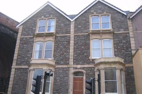 Studio to rent - Cheltenham Road, Cotham