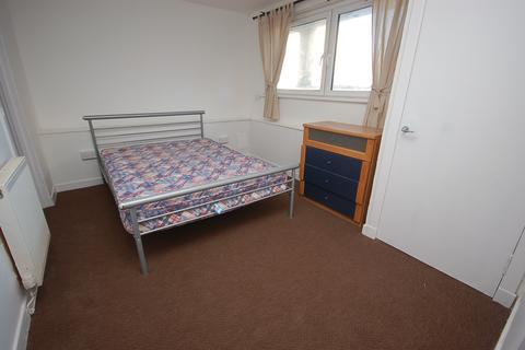 4 bedroom property to rent - Northfield Grove Edinburgh EH8 7RN United Kingdom