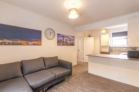 4 bedroom flat to rent - Nicolson Street  Edinburgh EH8 9BZ United Kingdom