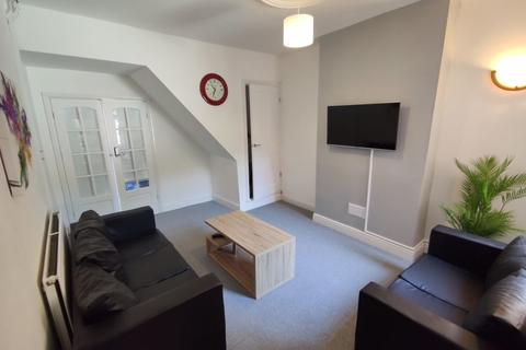 3 bedroom property to rent - Wolverton Road, Leicester, LE3 2AJ