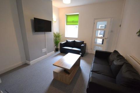 4 bedroom property to rent - Wolverton Road, Leicester, LE3 2AJ