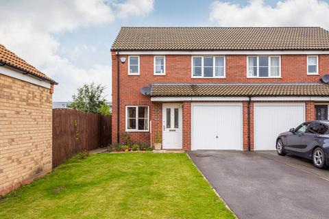 3 bedroom semi-detached house for sale - Spruce Way, Selby, YO8