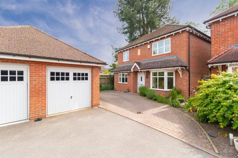 4 bedroom detached house for sale - Bretby Close, Bentley Heath
