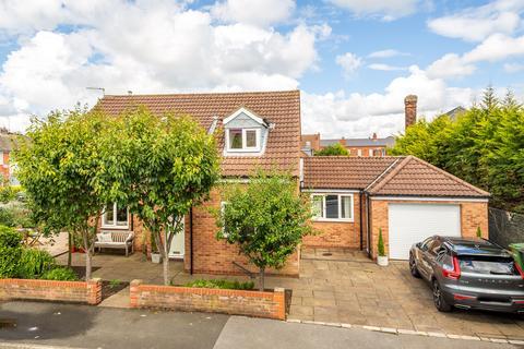 3 bedroom detached house for sale - Derwent Road, York, YO10