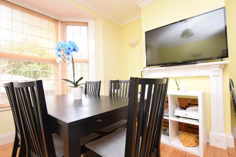 2 bedroom semi-detached house for sale - Honiton Road, ROMFORD, Essex, RM7