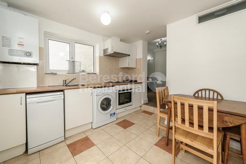4 bedroom terraced house to rent - Bickersteth Road, Tooting