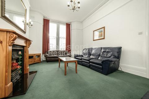 4 bedroom flat to rent - Cornford Grove, Balham