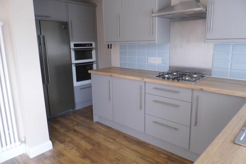 3 bedroom terraced house to rent - St Andrew Ave, Elm Park  RM12