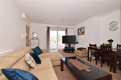 2 bedroom flat for sale - Clark Grove, Ilford, Essex