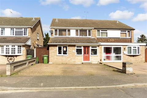 4 bedroom semi-detached house for sale - Ozonia Way, Wickford, Essex