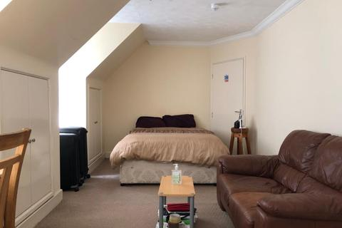 Studio to rent - Lakeside, Sandhurst Road, RG40