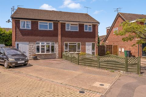 3 bedroom semi-detached house for sale - Todds Close, Horley, Surrey, RH6