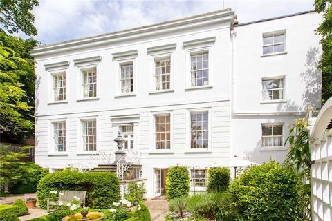 3 bedroom flat for sale - Cudnall Street, Charlton Kings, Cheltenham, Gloucestershire, GL53