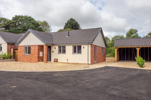 2 bedroom detached bungalow for sale - Holt