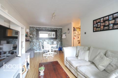 2 bedroom apartment for sale - Rushdon Close, Romford