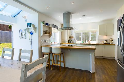 4 bedroom semi-detached house to rent - Woodingdean, Brighton