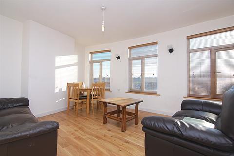 2 bedroom flat to rent - Kendal Parade, 13 Silver Street, London, N18