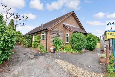 3 bedroom bungalow for sale - Horns Road, Hawkhurst, Kent