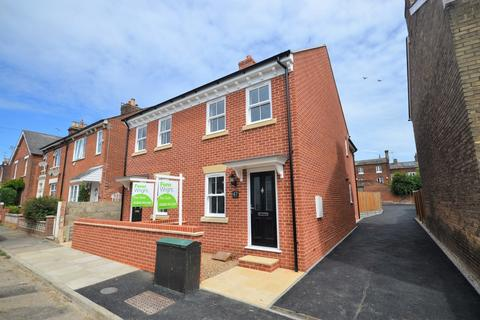 2 bedroom semi-detached house for sale - Winchester Road, Colchester, CO2 7LL