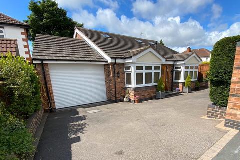 3 bedroom bungalow for sale - Forest Road, Oldbury, West Midlands, B68