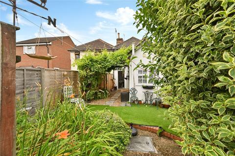 2 bedroom terraced house - Kingsnorth Road, Ashford, Kent, TN23