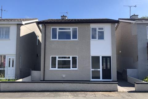 3 bedroom detached house - Valley, Anglesey